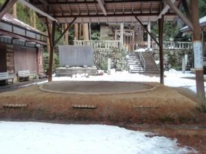 琴平神社境内の相撲土俵