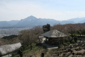 音楽寺奥から武甲山を望む