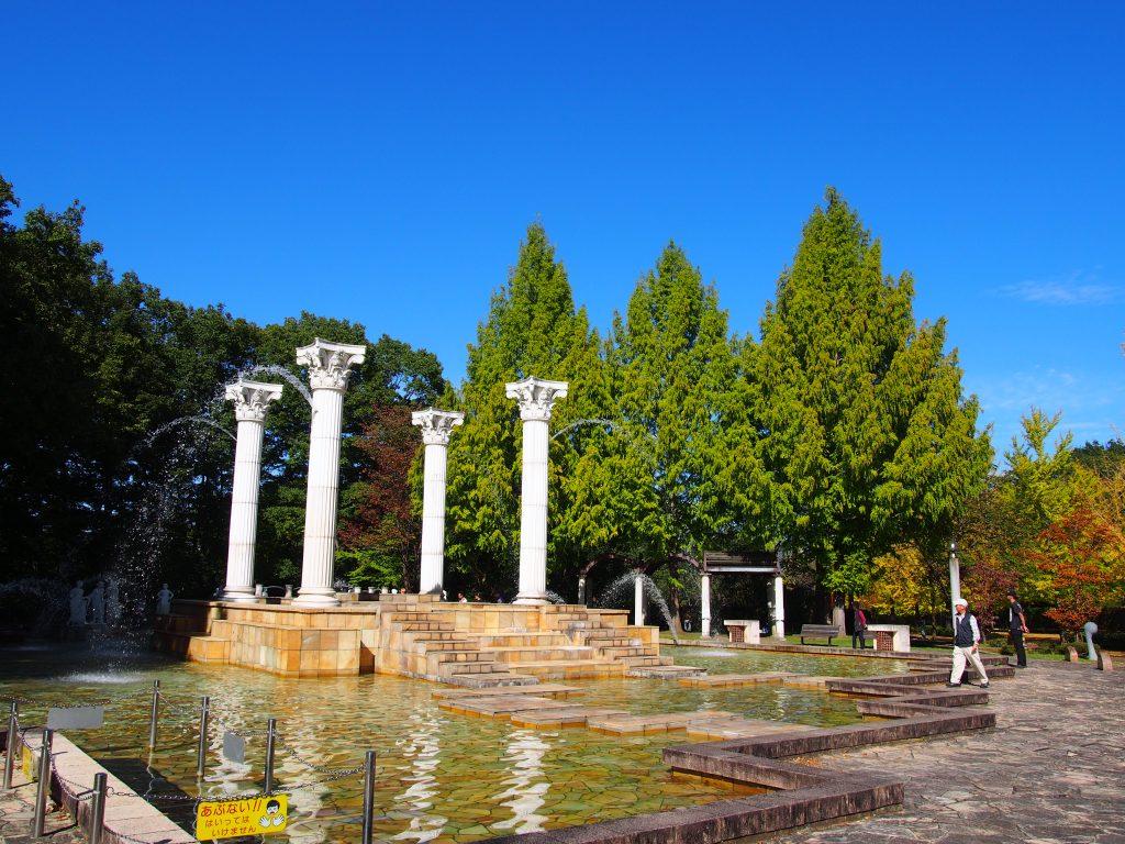 ミューズの泉と青い空