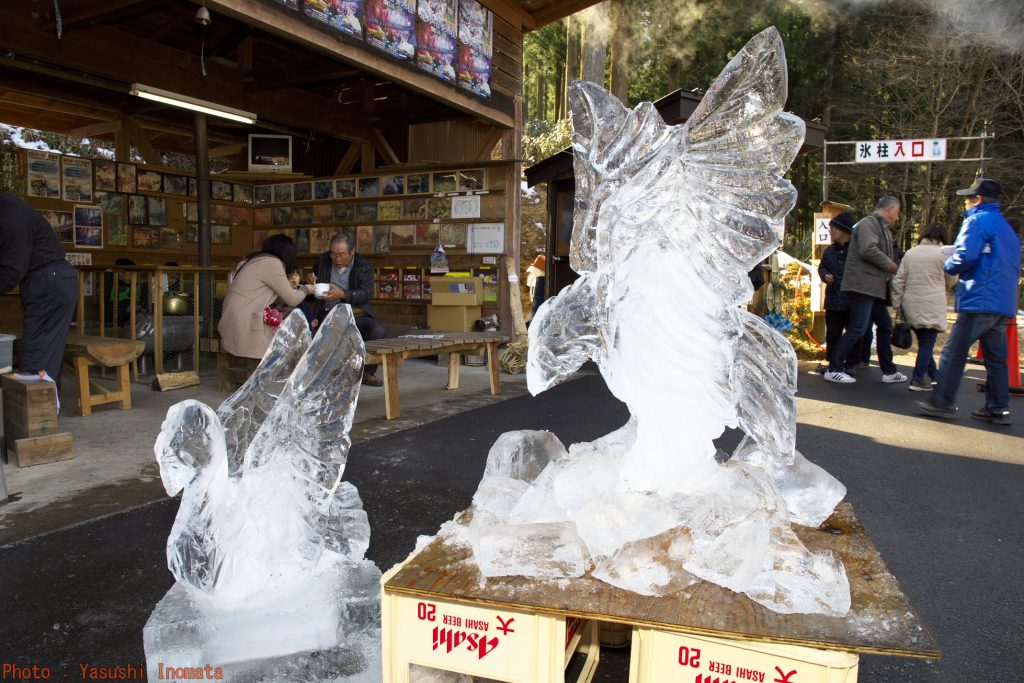 2017尾ノ内交流会 氷の彫刻白鳥と鷲完成