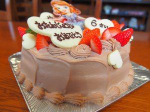 チョコレートのオーダーケーキ 横から見た様子