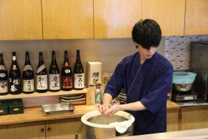 鮨忠の寿司職人 シャリを握る2