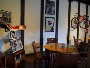 Moto Green Cafe 店内のインテリア1