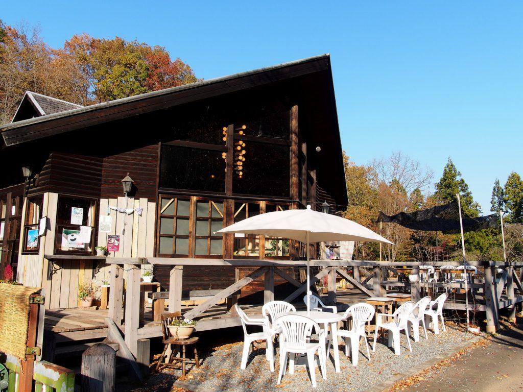 小鹿野みどりの村の中にある村カフェの外観