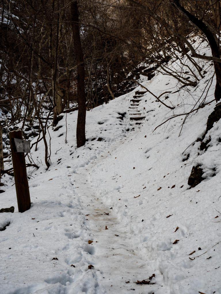 丸神の滝までの道 氷結 行き方