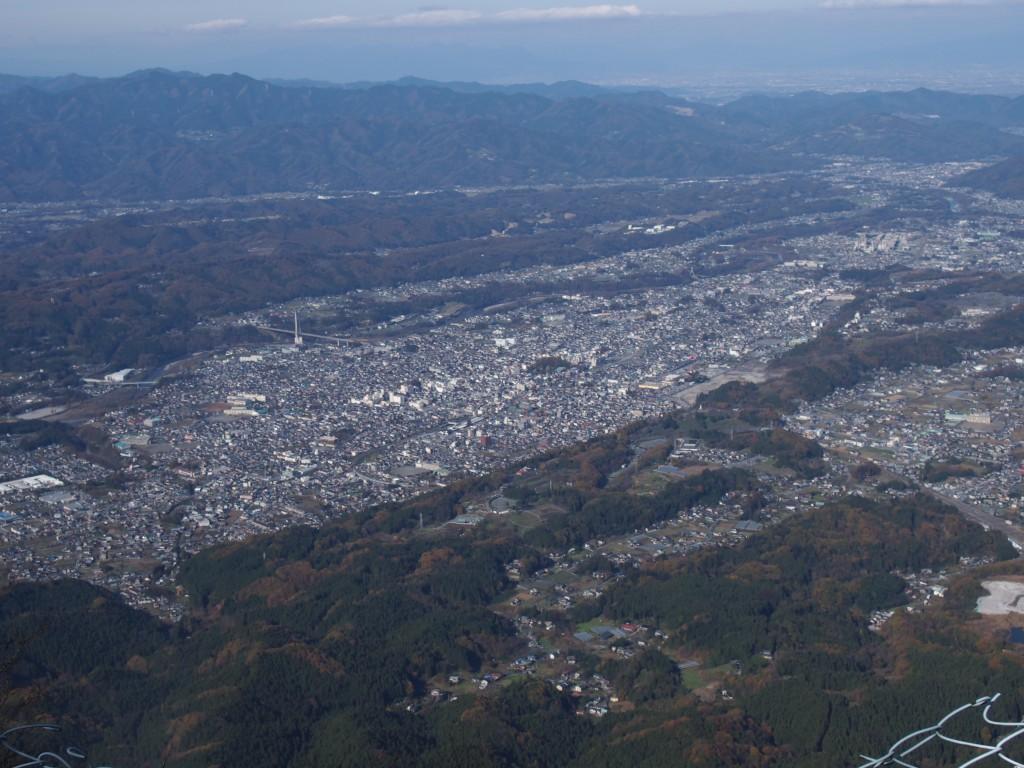 晩秋の武甲山から見える秩父市街地