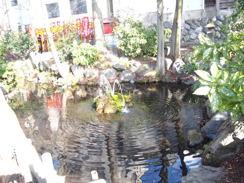 今宮神社の龍神池 武甲山伏流水