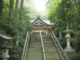 宝登山神社の階段と本殿