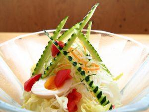 キッチンけん玉のサラダ