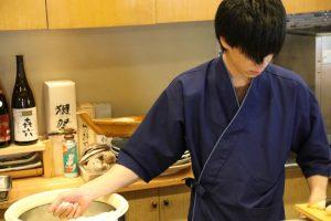 鮨忠の寿司職人 シャリを握る3