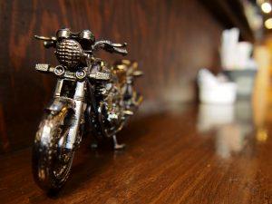 Moto Green Cafe カウンターのバイク