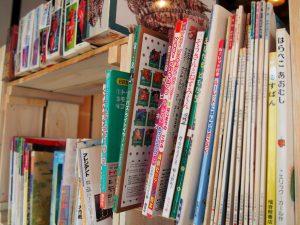 村カフェ店内に用意してある絵本